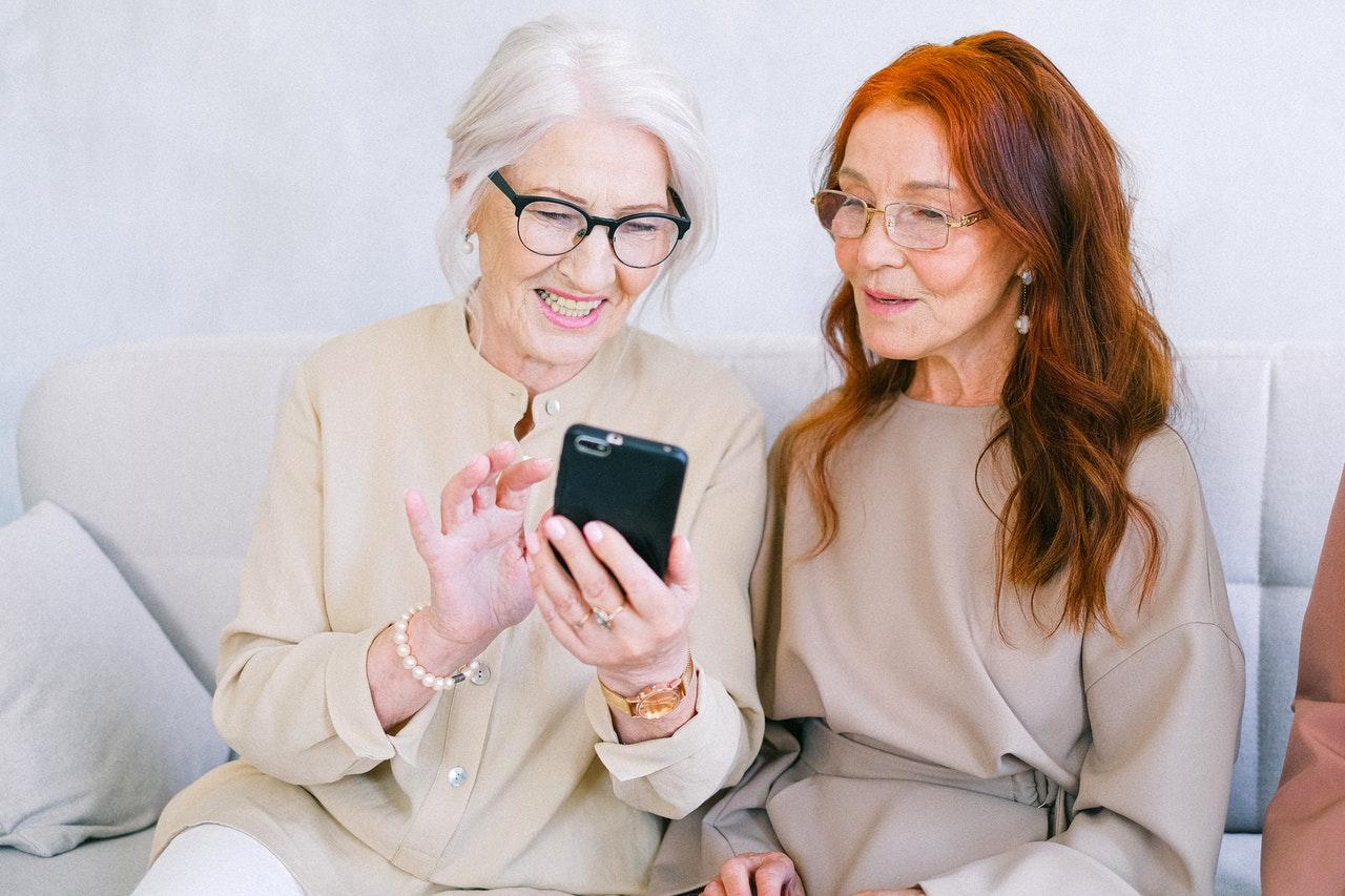 The best smartphones for Seniors and Elderly